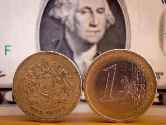 Курс фунта стерлингов просел под давлением новостей из Вестминстера и Холируда фото:independent
