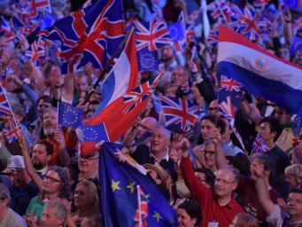 Флаги Евросоюза попали под запрет на лондонском музыкальном фестивале