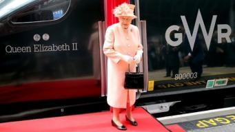 Елизавета II повторила первое железнодорожное путешествие королевы Виктории фото:bbc