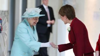 Королева Елизавета II обратилась к подданным с призывом сохранять спокойствие и собранность фото:dailymail.co.uk