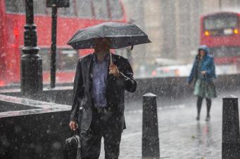 Синоптики пообещали «погодную лотерею» на ближайшие выходные в Лондоне фото:standard