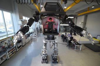 Роботы и искусственный интеллект угрожают занятости каждого третьего британца фото:independent