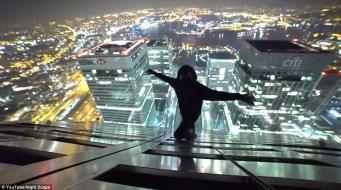 Руферы забрались на самую высокую крышу Кенэри Уорф фото:dailymail.co.uk