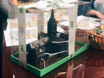 RT сделало корпоративным подарком модель собора в Солсбери
