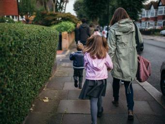 Британские учителя поддерживают запрет остановки автомобилей возле школ