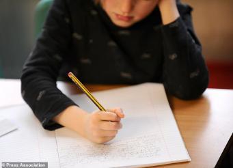 Британцев назвали безразличными к школьным успехам детей