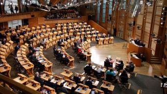 Шотландский парламент проголосовал против Брекзита фото:bbc.com