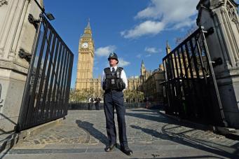 После теракта у Вестминстерского дворца поставили новое заграждение фото:sandard.co.uk