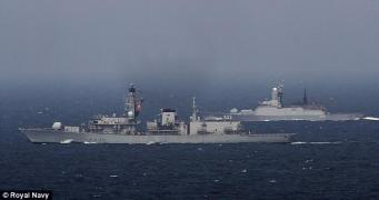 Корабль британского военного флота отправлен на перехват русских корветов