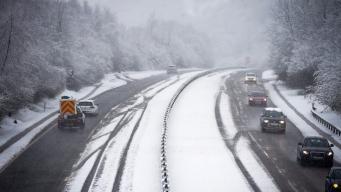 Школы в Уэльсе и Англии закрылись из-за снегопада и похолодания