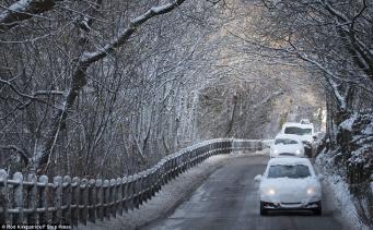 Англия в снегу: Не отправляйтесь в путь без экстренной необходимости