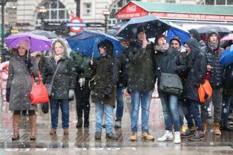 Снегопад дошел до Лондона
