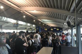 Вылеты из аэропорта Stansted были отменены из-за экстренного закрытия взлетной полосы фото:standard.co.uk