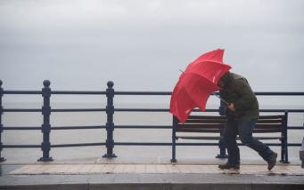 Штормовые предупреждения для Англии и Уэльса: ветер до семидесяти миль в час