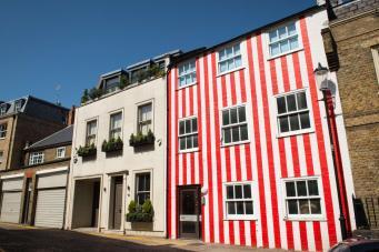 Хозяйка дома в Кенсингтоне отстояла в суде право на полосатый фасад фото:standard.co.uk