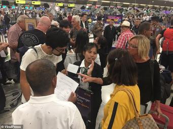 Сотни британских туристов не могут вылететь на родину из стран Юго-Восточной Азии