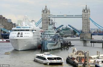 Паромы на Темзе угрожают реализации проекта экологически чистых зон