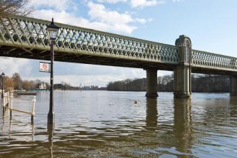 Предупреждение синоптиков: Темза может выйти из берегов фото:standard.co.uk