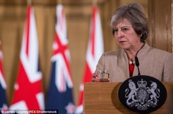 Тереза Мэй открестилась от участия британского правительства в скандале с секс-досье на Трампа фото:independent.co.uk