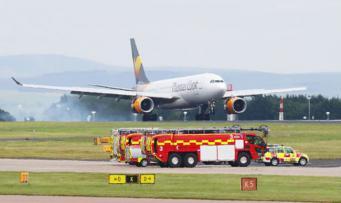 В Великобритании совершил экстренную посадку самолет из-за отсутствия части крыла