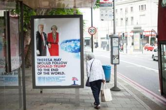 Фальшивые агитационные плакаты консервативной партии обнаружены на остановках в Лондоне фото:standard.co.uk