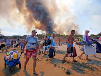 Британские туристы заблокированы на побережье Франции из-за лесных пожаров   фото:independent