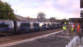 Пассажиры эвакуированы из загоревшегося поезда в Файфе
