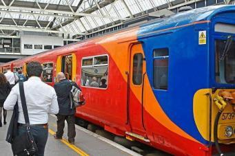 Август-2017 станет самым трудным месяцем для пассажиров лондонских электричек фото:standard.co.uk