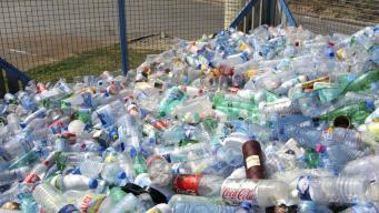 Китай расторг соглашение об утилизации британского пластикового мусора