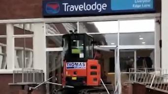 В Ливерпуле экскаватор разгромил только что построенный отель