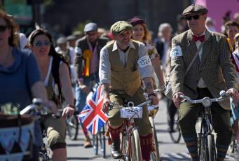 В Лондоне состоялся Твидовый велопарад
