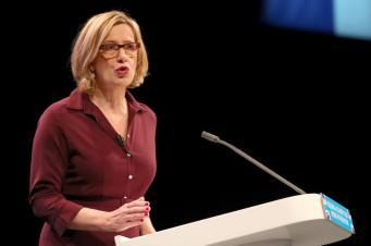 В Великобритании запретят продажу коррозионных жидкостей несовершеннолетним фото:reuters
