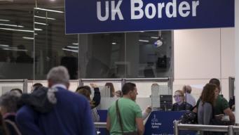 Великобритания отменяет миграционные карточки