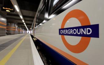 Жители Лондона столкнулись с проблемами в подземке, надземке и на железной дороге фото:cityAM