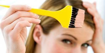 Окрашивание волос чаще 6 раз в год может привести к раку молочной железы