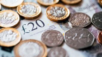 Рост реальных зарплат в Великобритании достиг максимума за два года
