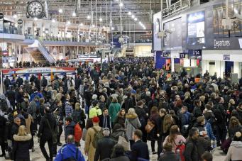 Лондонский вокзал Ватерлоо закроет часть платформ на ремонт фото:standard.co.uk