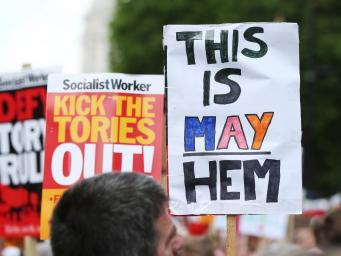 День гнева: Тысячи британцев потребуют отставки правительства Терезы Мэй