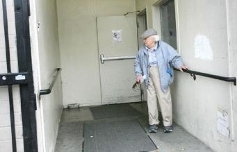 Игра на укулеле стала причиной того, что ветерана выгнали из дома престарелых в США
