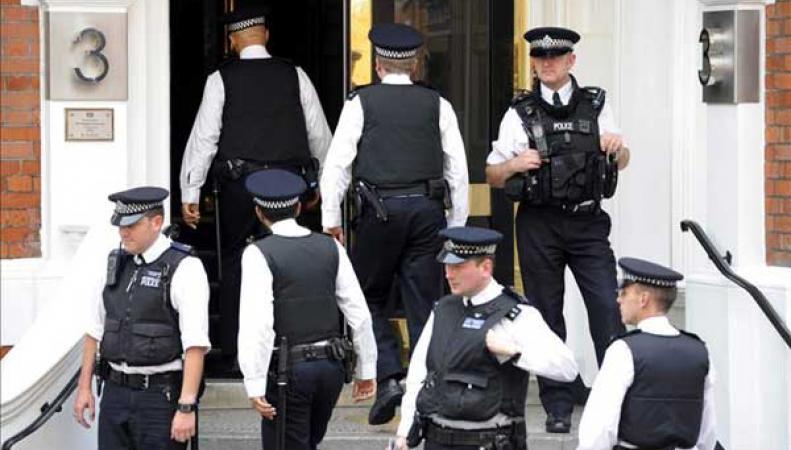 В Великобритании потеряли почти 800 уголовников