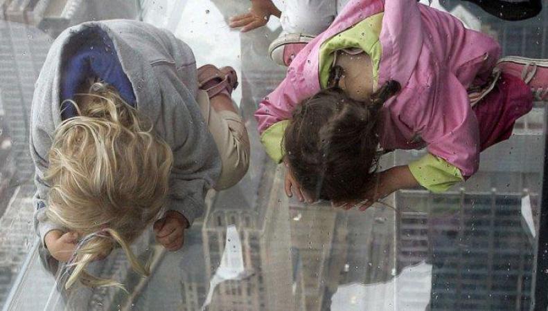 В США 48 человек застряли в лифте на высоте 97 метров