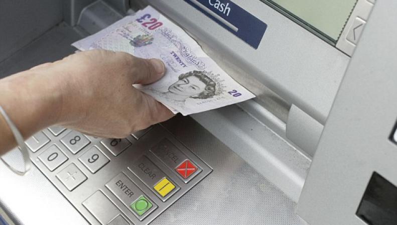 Банкомат с фунтами стерлингов