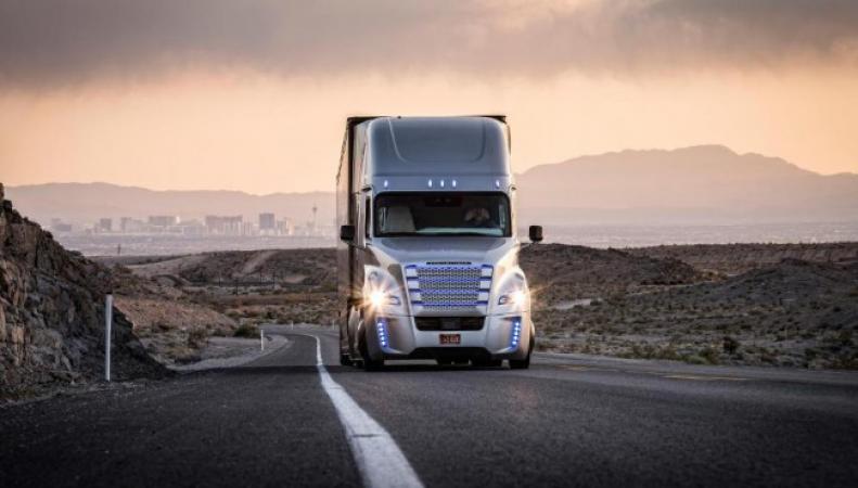 В США  на дорогах появится грузовик с автопилотом