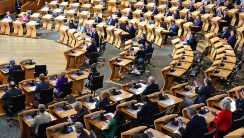 заседание шотландского парламента