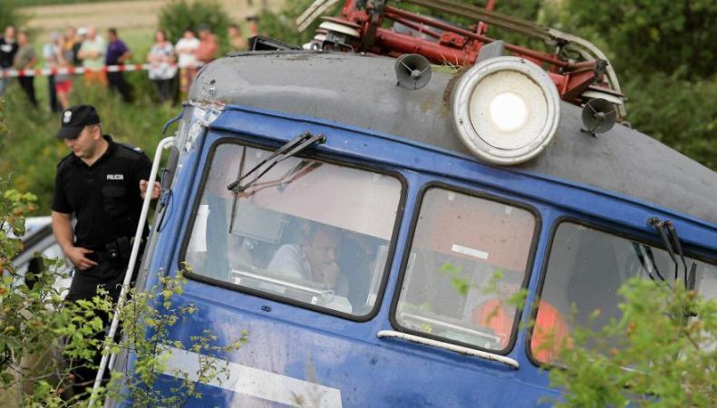 Поезд сошел с рельсов из-за оползня в Японии, пострадали 11 человек