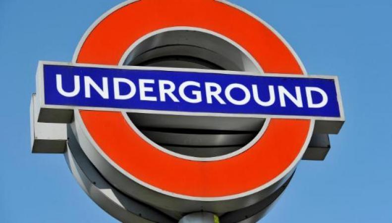 вывеска лондонского метрполитена