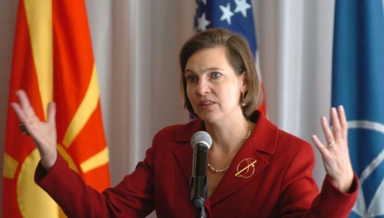 """Нуланд призвала НАТО развернуть командные пункты """"на линии фронта"""""""
