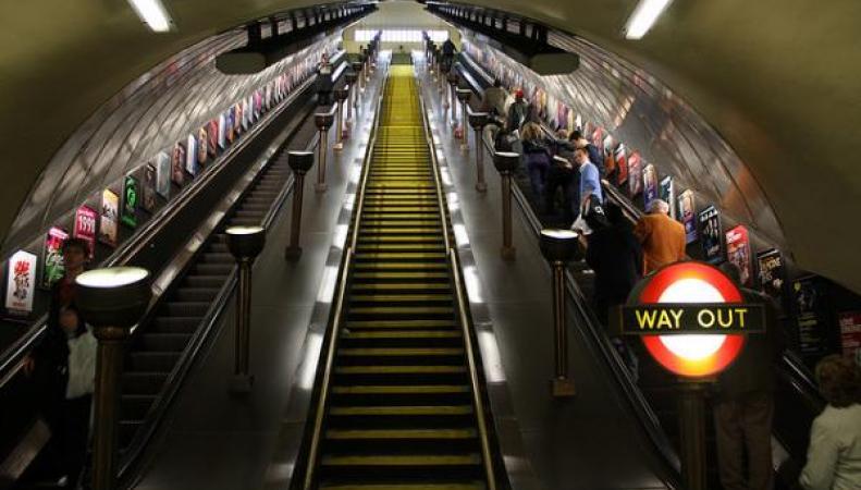 В лондонском метро пройдет забастовка против увольнения водителя с положительным тестом на алкоголь