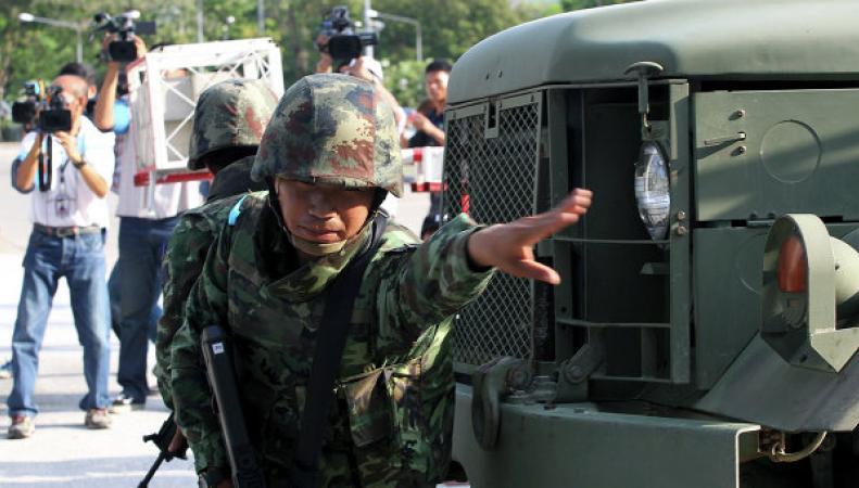 В Таиланде власти готовят тысячи силовиков для сдерживания протестов