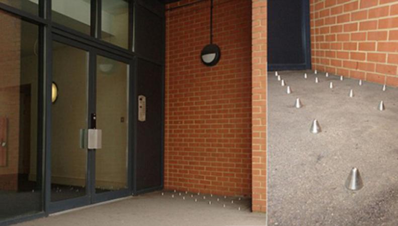 В Лондоне жители добились уничтожения «шипов против бездомных»